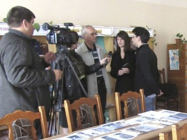 Marla Raucher Osborn giving an interview to Ukrainian TV © Marla Raucher Osborn