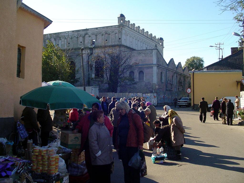 Zhovkva synagogue and market