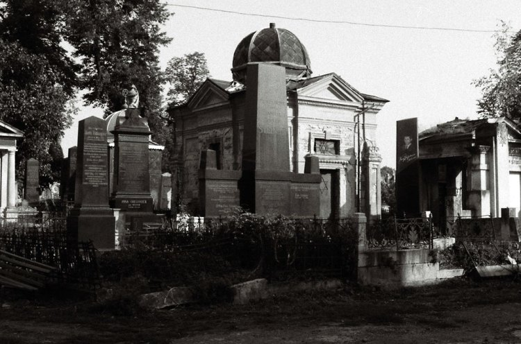 Tomb of Lazar Igel at Czernowitz Jewish cemetery