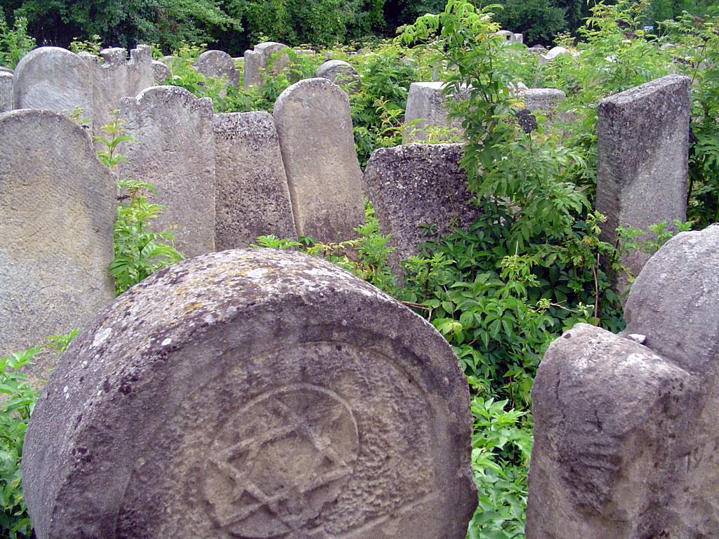 Sadagora cemetery, 2012