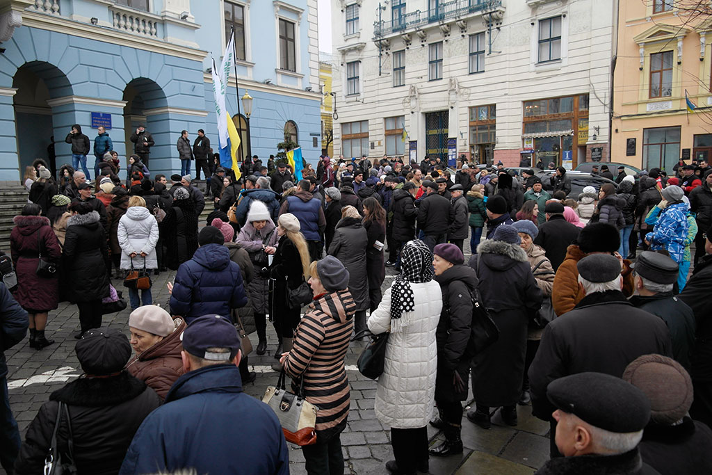 Protesters in front of the town hall