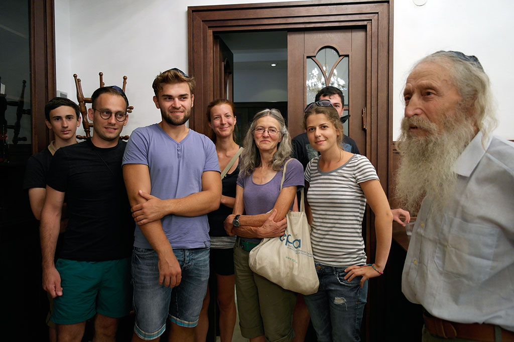 The volunteers in the synagogue