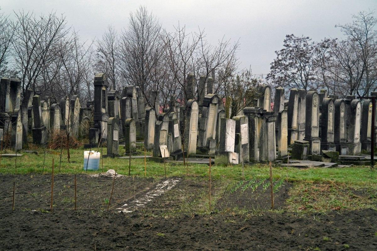 Itcani New Jewish Cemetery