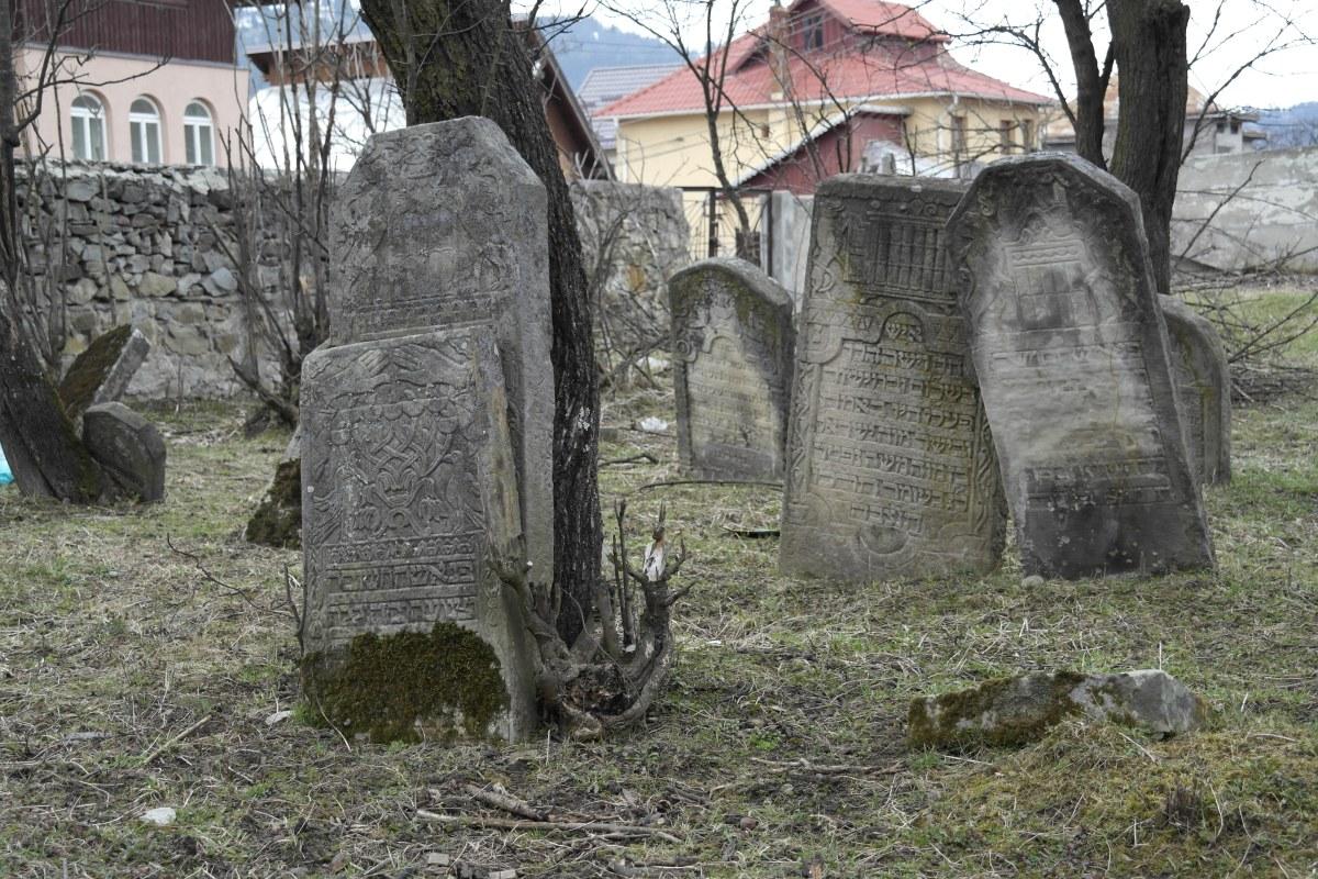 Câmpulung Moldovenesc Jewish cemetery