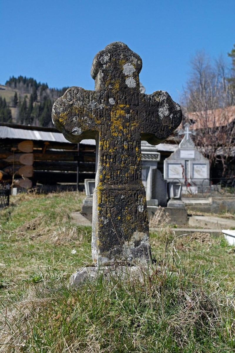 Fundu Moldovei - Christian cemetery