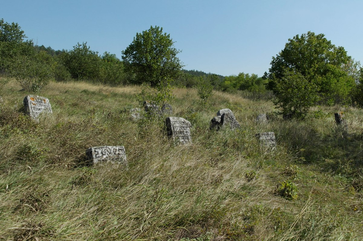 Raşcov (Rashkov) Jewish cemetery