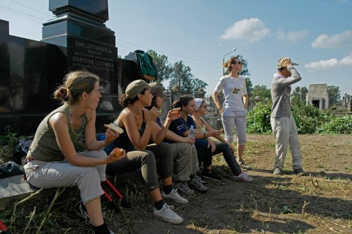 Volunteers working in the Jewish cemetery of Chernivtsi (Czernowitz)
