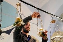 Preparing for Yom Kippur in Ioannina synagogue