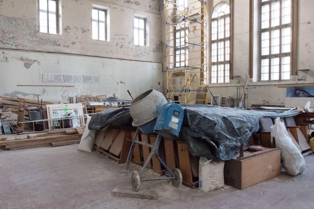 Inside Jakob Glanzer Shul
