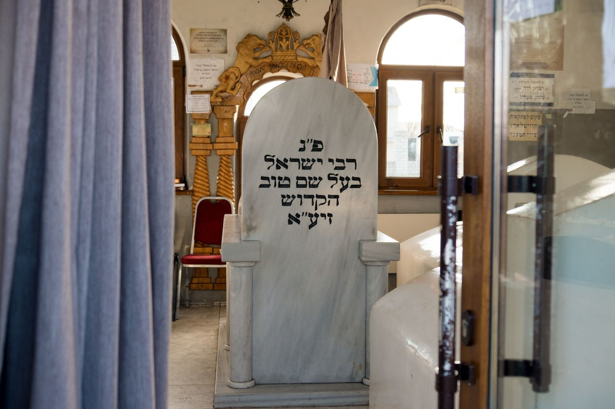 Medzhybizh - Jewish cemetery - tomb of the Baal Shen Tov