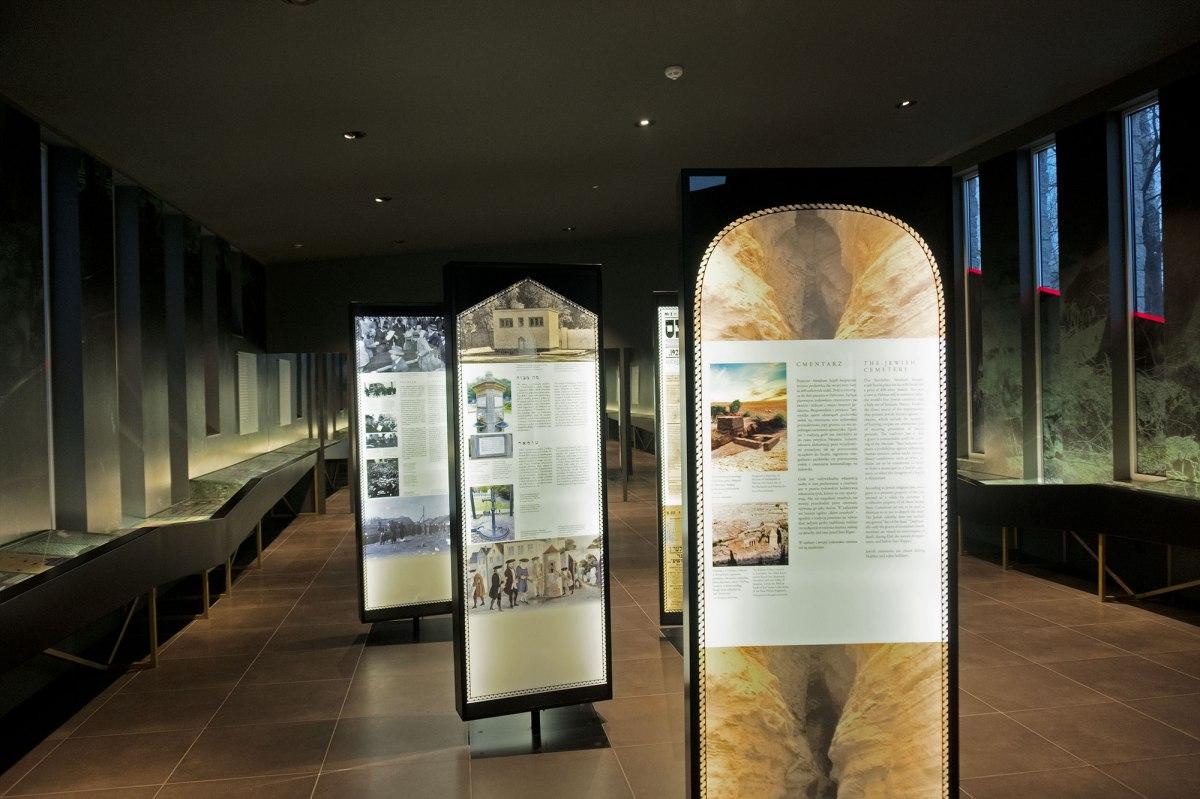 Museum at Bródno Jewish cemetery