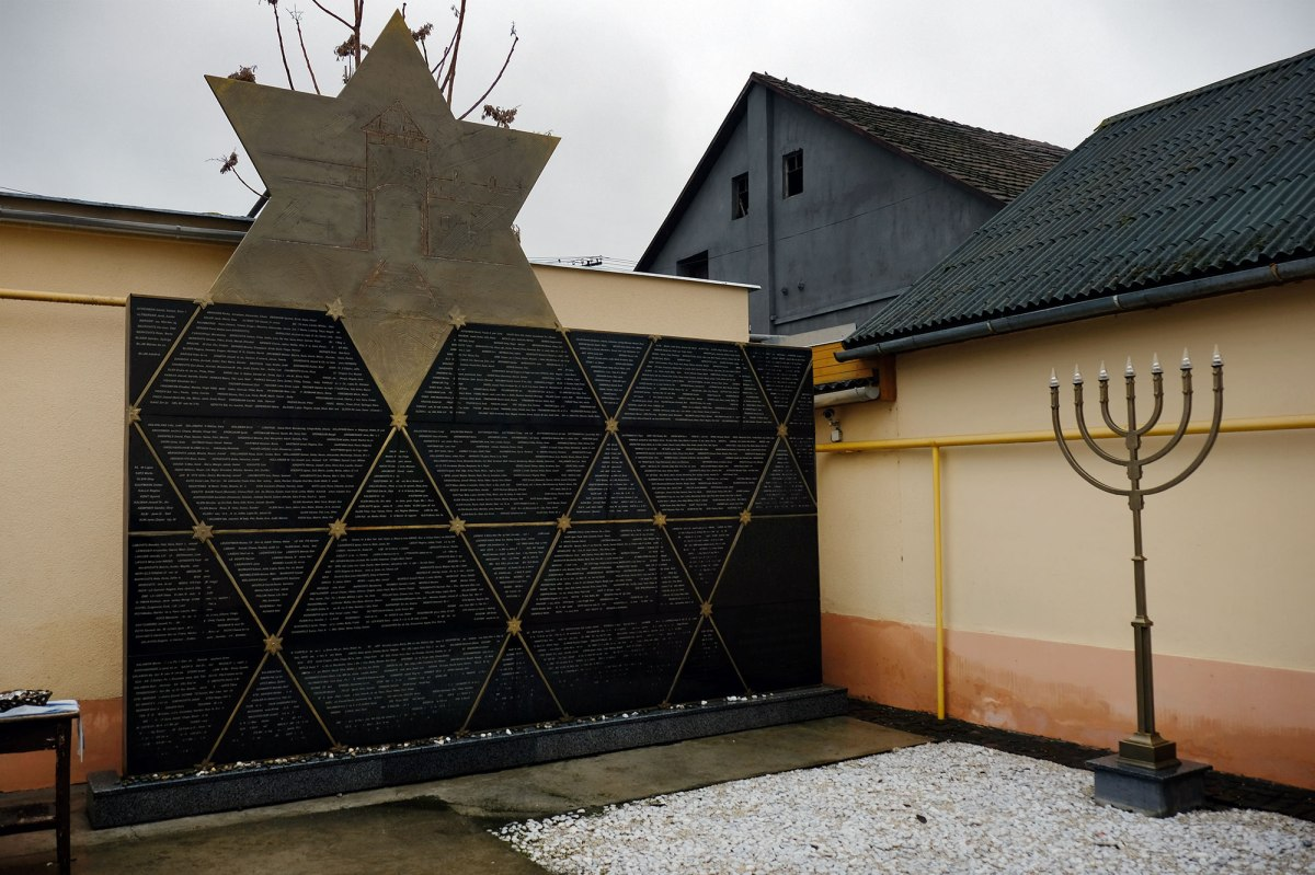 Berehove - active synagogue
