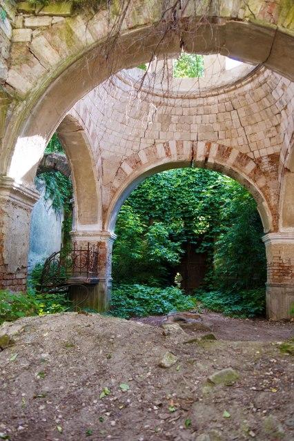 Chişinău Jewish cemetery - ruined mortuary
