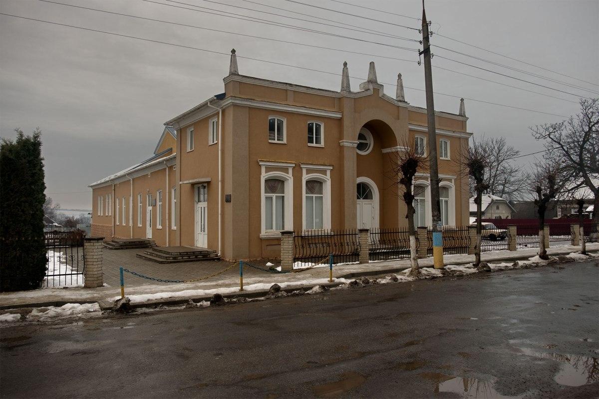 Melnytsia-Podilska - former synagogue