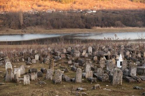 Vadul Raşcov Jewish cemetery