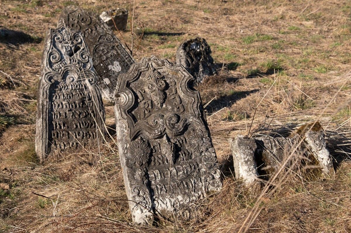 Yabluniv Jewish cemetery