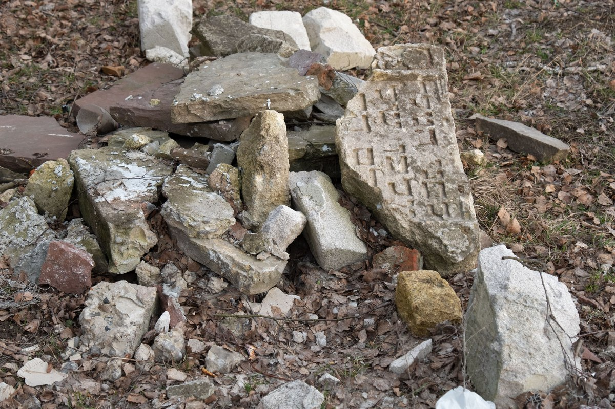 Zolotyi-Potik - tombstone fragments next to the palace