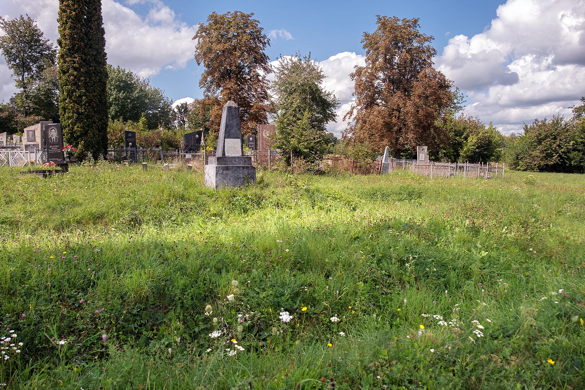 Dunaivtsi - Jewish cemetery, massgrave